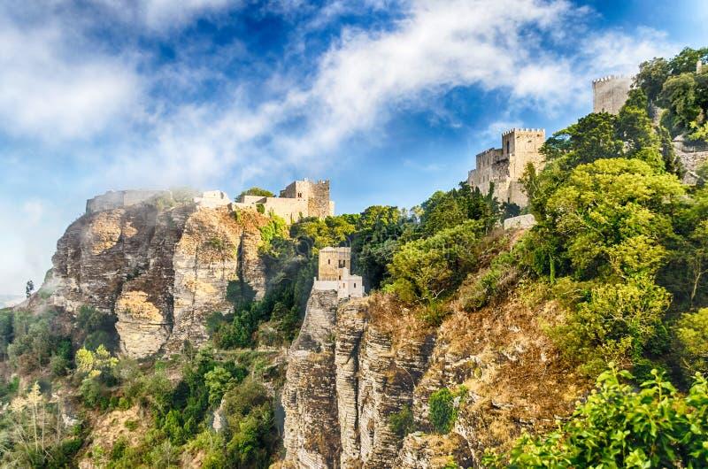 Vista sopra il castello medievale del Venere in Erice, Sicilia immagine stock