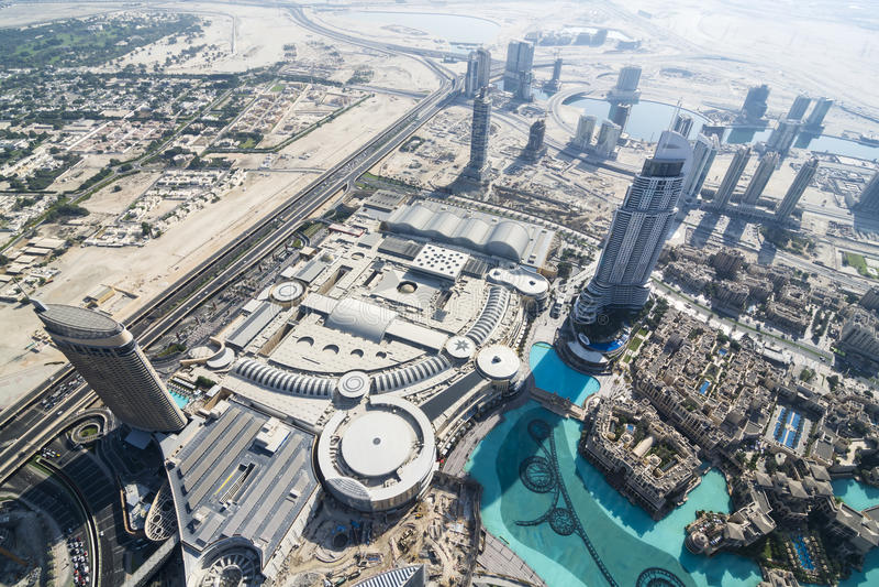 Vista sopra il centro commerciale del Dubai fotografie stock libere da diritti