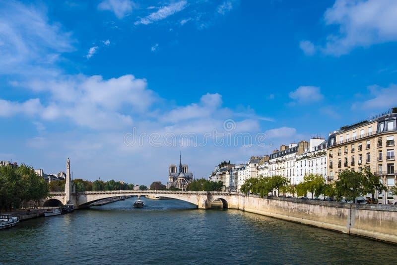 Vista sopra il fiume la Senna a Parigi, Francia fotografia stock libera da diritti