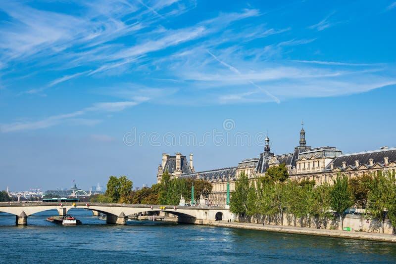 Vista sopra il fiume la Senna a Parigi, Francia immagine stock