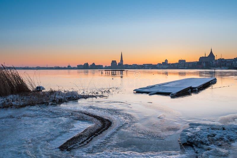 Vista sopra il fiume Warnow a Rostock immagine stock libera da diritti