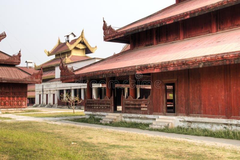 Vista sopra il palazzo di Mandalay nel Myanmar immagine stock