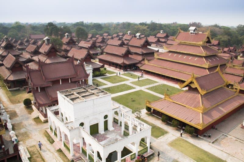 Vista sopra il palazzo di Mandalay nel Myanmar fotografie stock libere da diritti