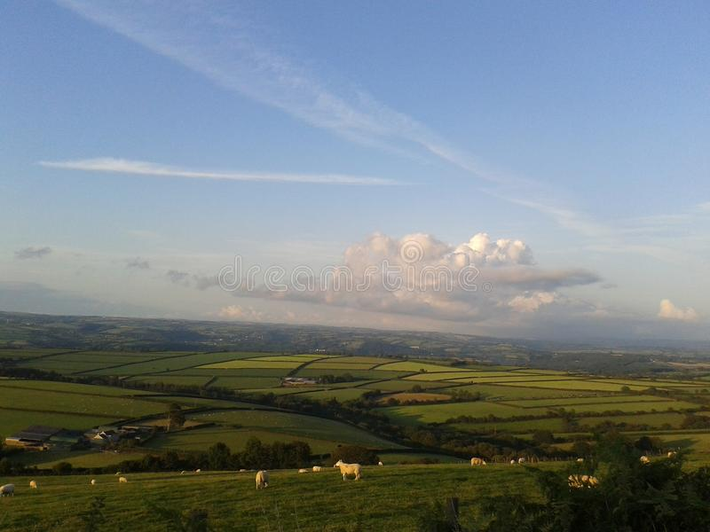 Vista sopra la campagna di Carmarthenshire, Galles ad ovest immagini stock libere da diritti
