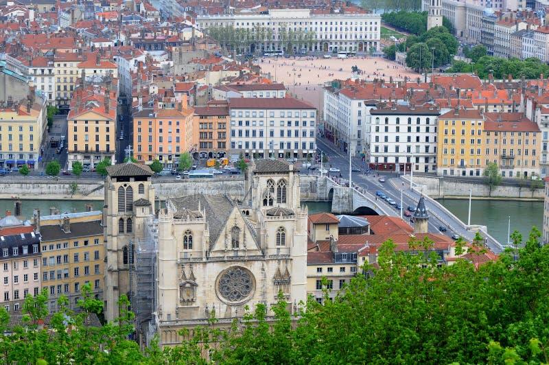 Vista sopra la città delle cattedrali di Lione Lione immagine stock libera da diritti