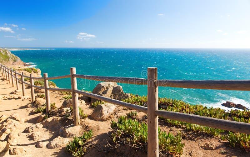 Vista sopra la costa dell'Oceano Atlantico, Cabo da Roka, Portogallo fotografia stock