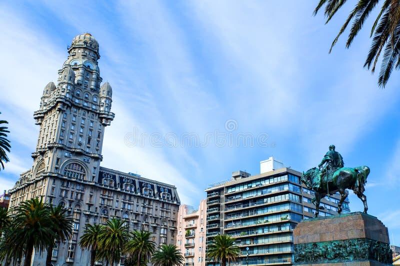 Vista sopra la plaza Independencia a Montevideo fotografie stock libere da diritti
