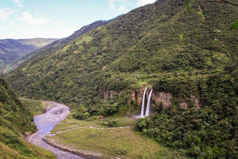 Vista sopra le cascate vicino a Baños de Agua Santa, Ecuador immagine stock libera da diritti
