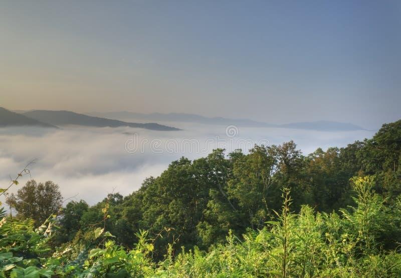 Vista sopra le nuvole, Ridge Parkway blu fotografia stock libera da diritti