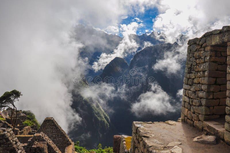 Vista sopra le rovine di inca di Machu Picchu, Perù immagini stock libere da diritti
