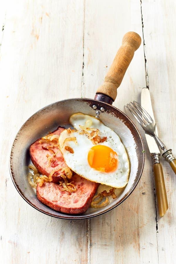 Vista sopraelevata della prima colazione bavarese tradizionale fotografia stock libera da diritti