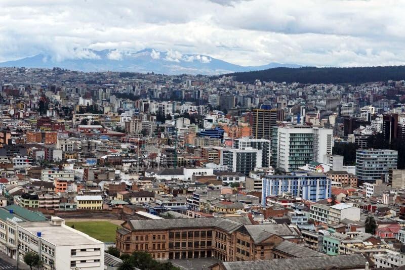 Vista sopraelevata di nuova sezione di Quito, Ecuador immagine stock libera da diritti