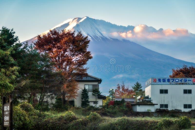 Vista spettacolare del monte Fuji in FujiKawaguchiko, Giappone fotografie stock libere da diritti