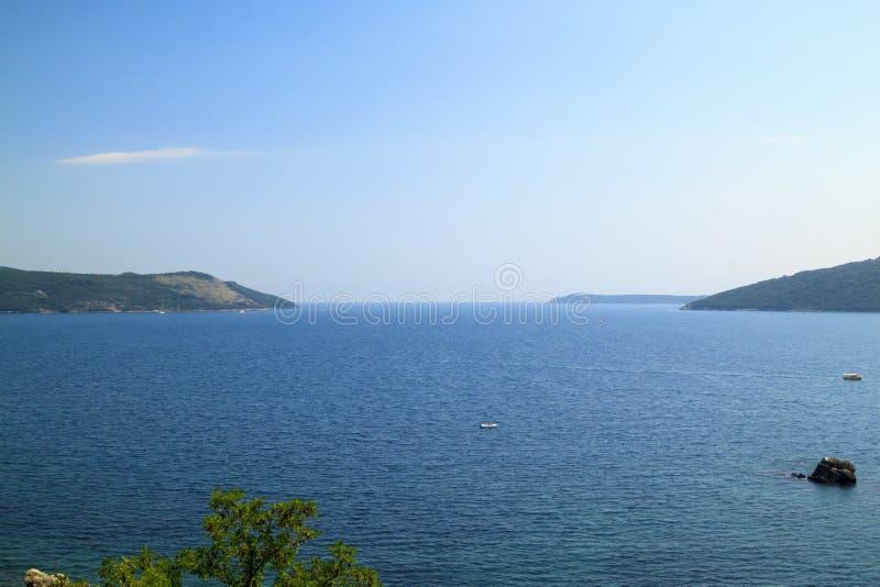 vista spettacolare strabiliante della baia di Boka-Kotorska dal fotografia stock libera da diritti