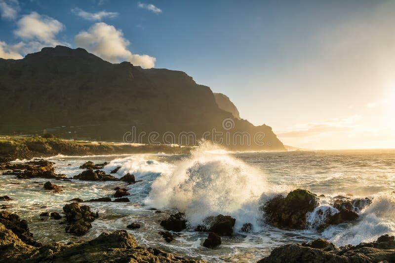 Vista stupefacente della spiaggia a Buenavista del Norte, Tenerife, isole Canarie fotografia stock libera da diritti
