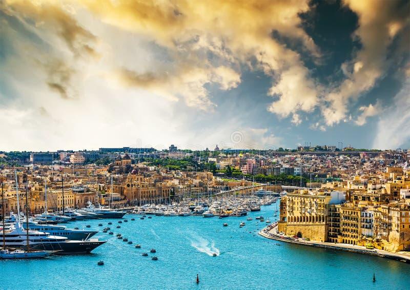 Vista su La Valletta dal mare immagini stock