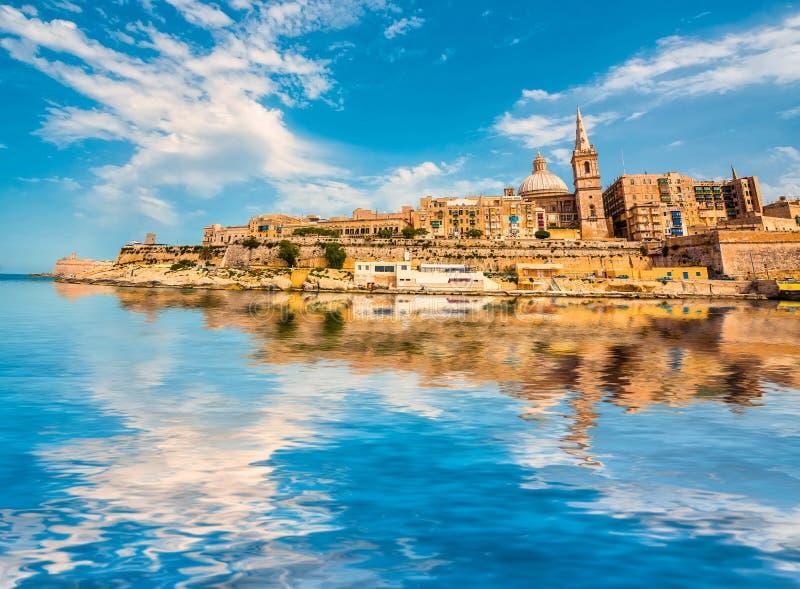 Vista su La Valletta dal mare fotografie stock libere da diritti
