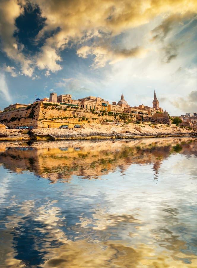 Vista su La Valletta dal mare fotografia stock libera da diritti