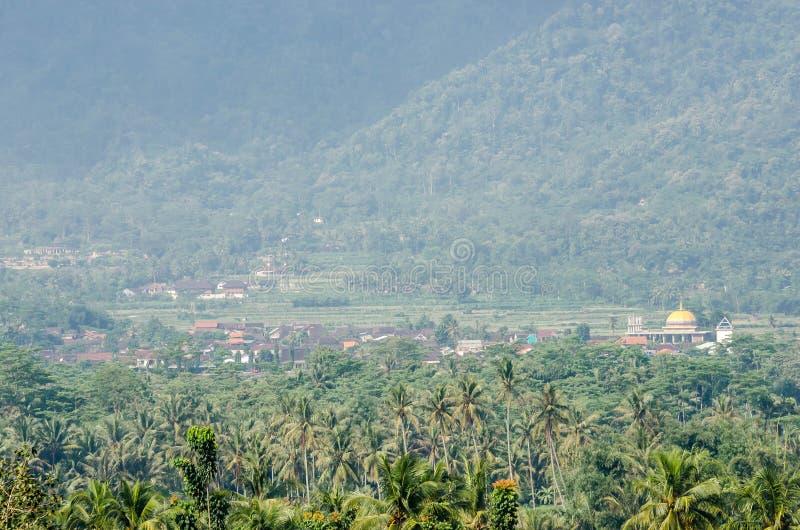 Vista su paesaggio dal tempio buddista antico del tempio di Borobudur fotografia stock