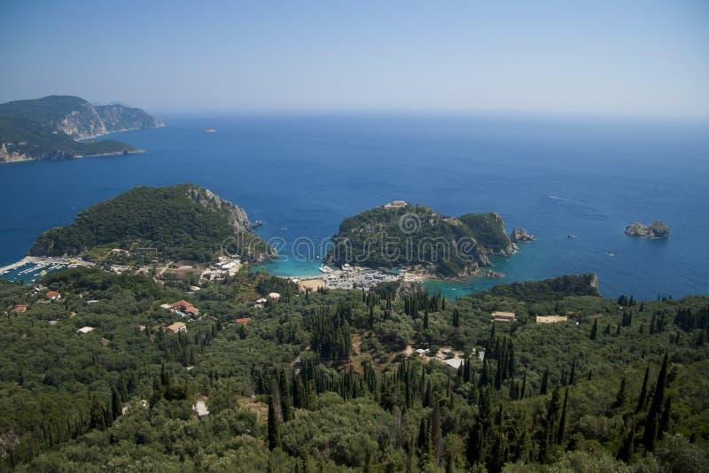 Vista su Paleokastritsa, Corfù, Grecia immagini stock