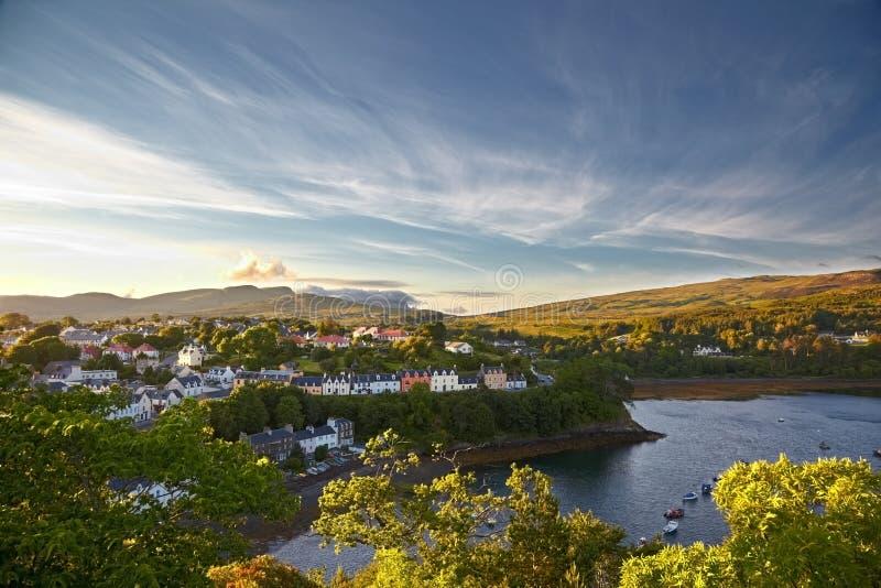 Vista su Portree, isola di Skye, Scozia fotografie stock libere da diritti