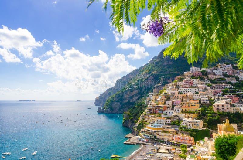 Vista su Positano sulla costa di Amalfi, campania, Italia fotografia stock
