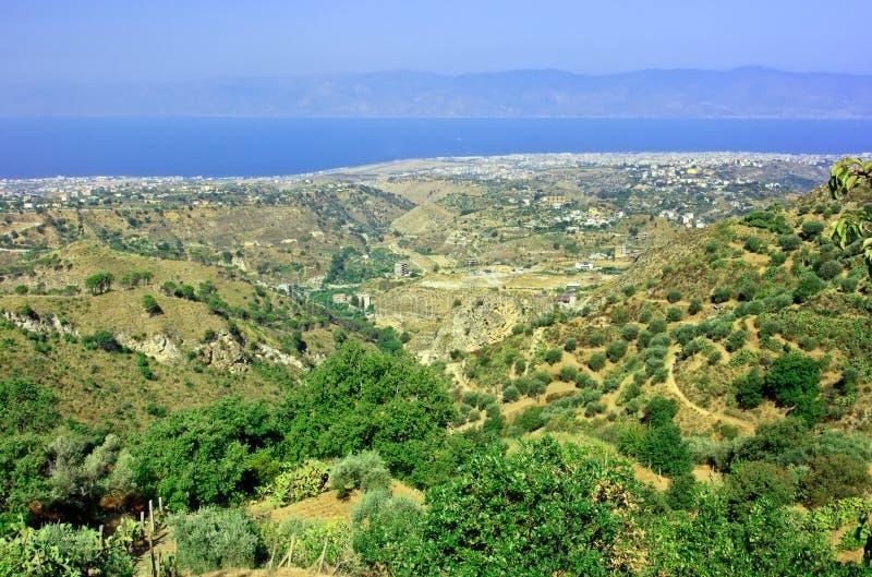 Vista su Reggio Calabria da Aspromonte immagine stock libera da diritti