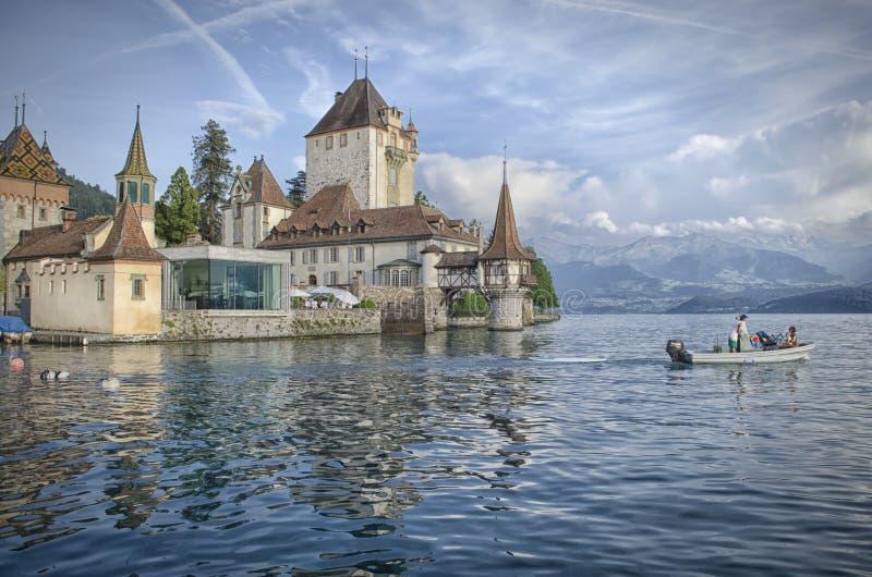 Vista su Schloss Oberhofen Thunersee fotografie stock