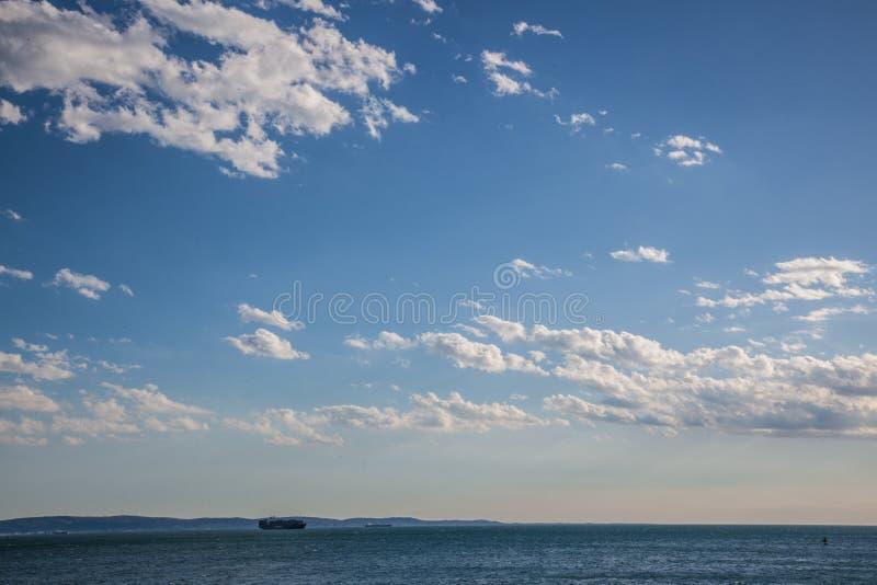 Vista su una spiaggia a Trieste fotografia stock libera da diritti