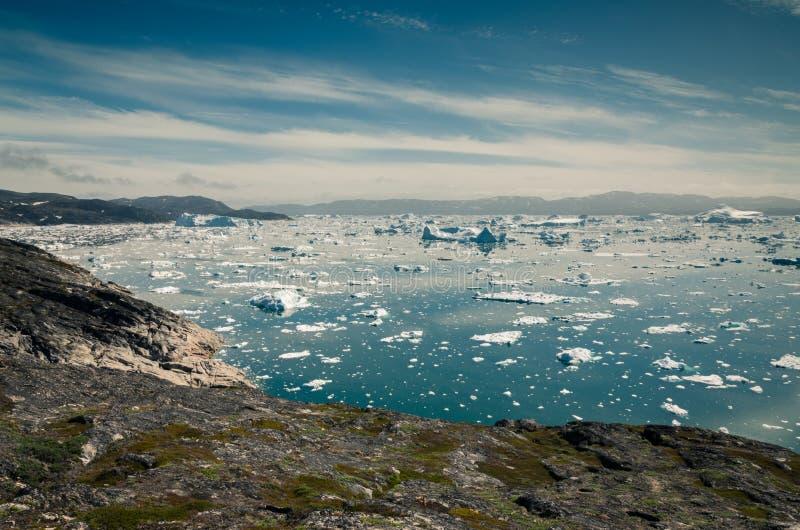 Vista sugli iceberg in icefjord di Ilulissat, Groenlandia immagine stock
