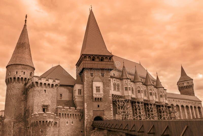 Vista sui castelli di Corvin, Romania fotografia stock