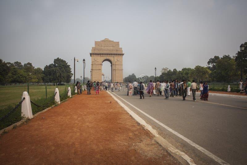 Vista sul boulevard di Rajpath al portone dell'India fotografia stock