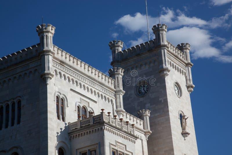 Vista sul castello di Miramare a Trieste fotografia stock