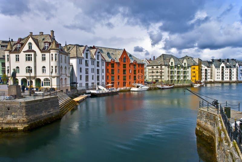 Vista sul centro della città di Alesund, Norvegia fotografie stock libere da diritti