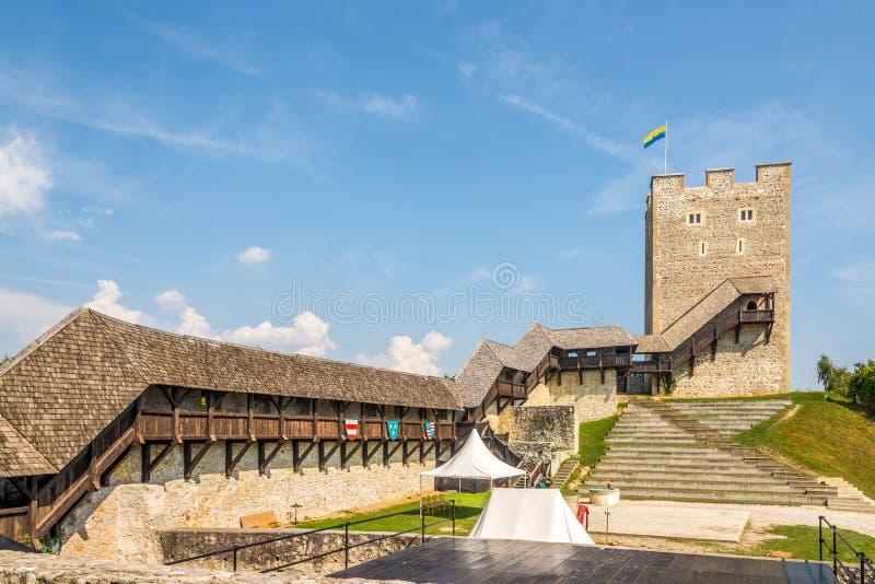 Vista sul corridoio di legno dell'antico castello di Celje - Slovenia fotografia stock