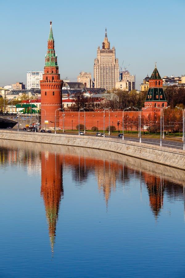 Vista sul Cremlino e sul ministero degli affari esteri di Mosca immagini stock libere da diritti