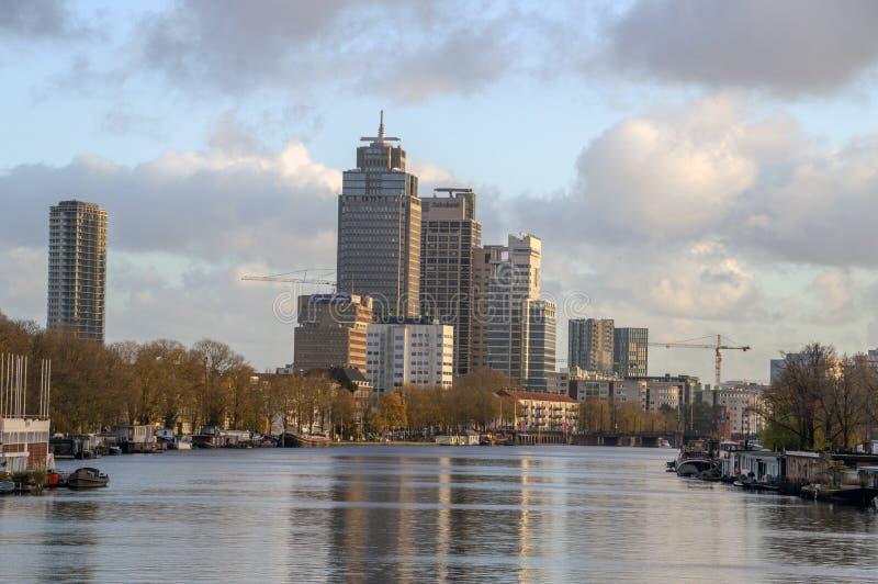 Vista sul fiume di Amstel durante l'Autumn At Amsterdam The Netherlands 2018 immagine stock