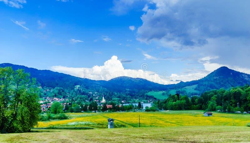 Vista sul lago Schliersee in Baviera delle montagne - Germania fotografia stock libera da diritti