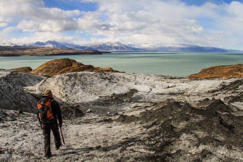 Vista sul lago Viedma dal ghiacciaio di Viedma, giacimento di ghiaccio patagonian del sud, EL Chalten, Argentina immagini stock