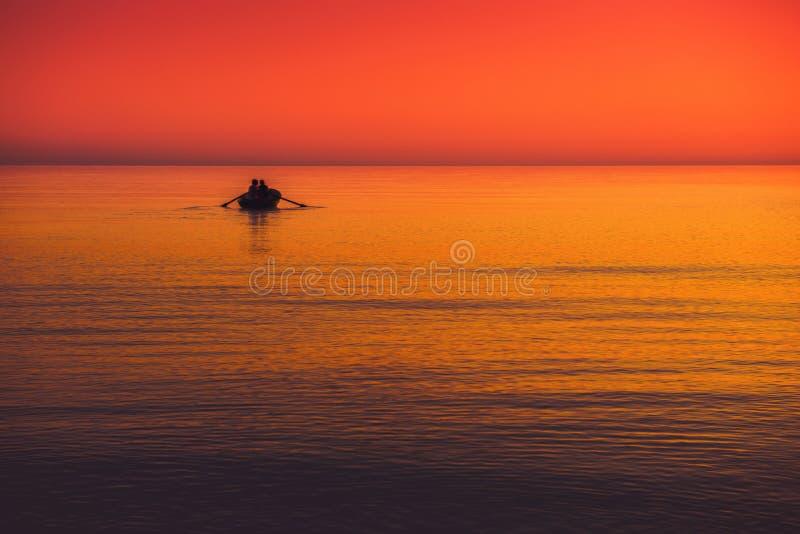 Vista sul mare con la barca fotografia stock libera da diritti