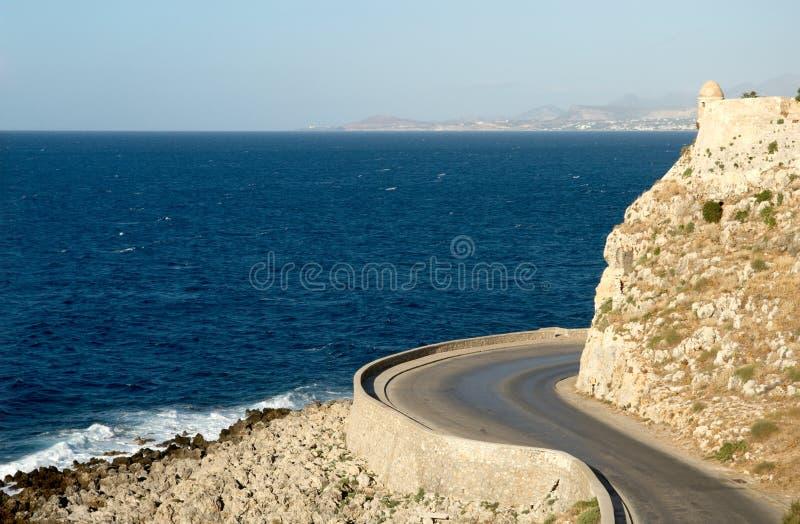 Vista sul mare con la fortezza antica fotografie stock