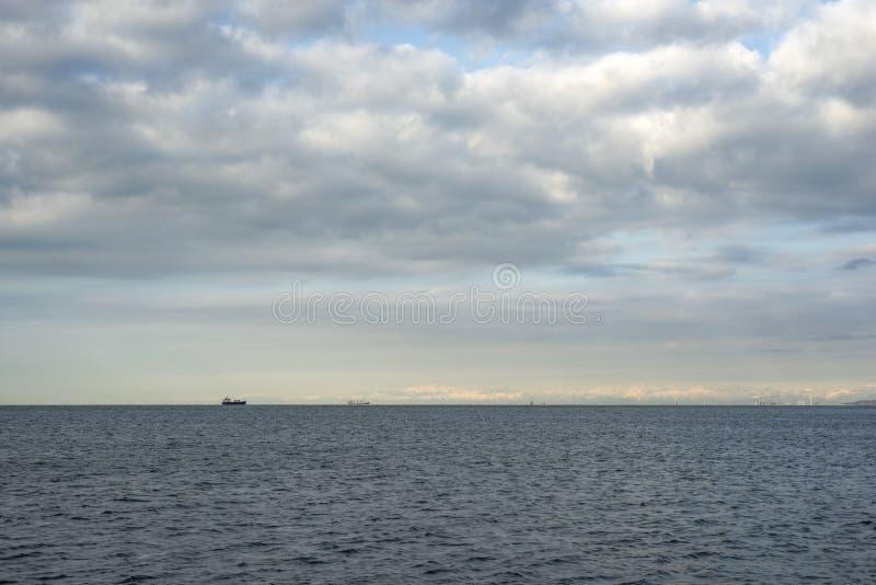 Vista sul mare dal giorno fotografie stock