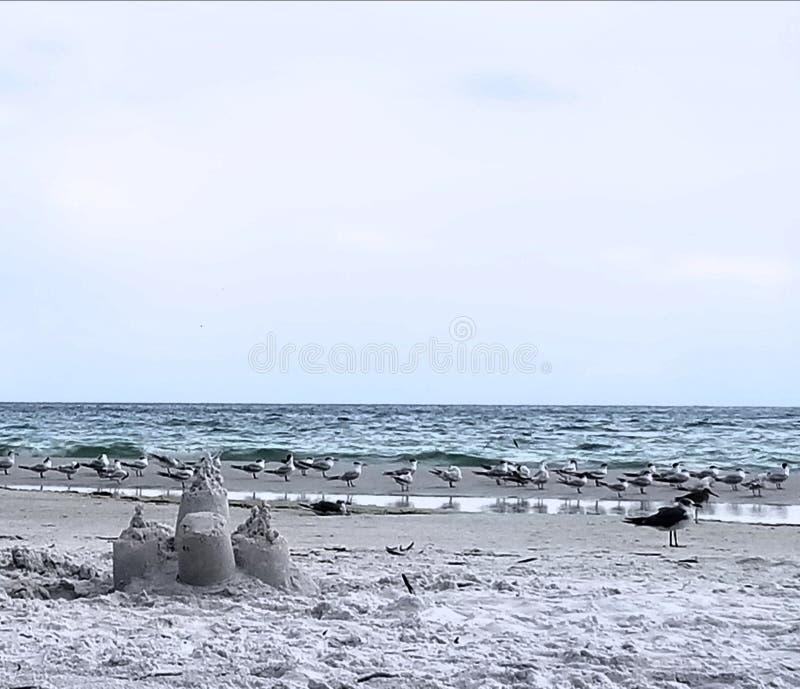 Vista sul mare del castello di sabbia immagine stock libera da diritti