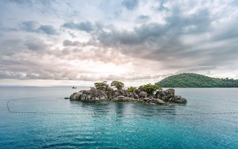 Vista sul mare dell'isola di chang del KOH bella della Tailandia fotografie stock