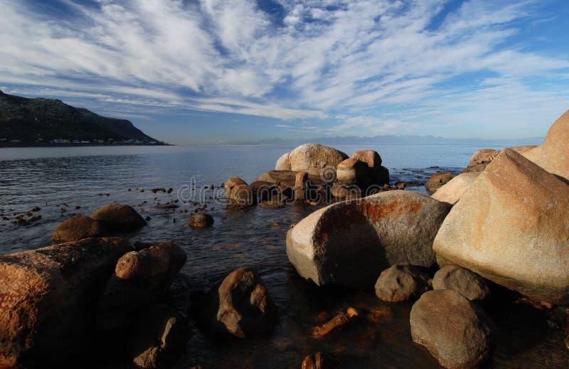 Vista sul mare della roccia fotografie stock