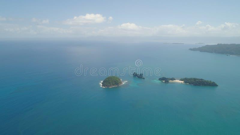 Vista sul mare delle isole di Caramoan, Camarines Sur, Filippine immagini stock libere da diritti