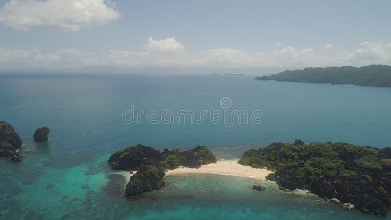 Vista sul mare delle isole di Caramoan, Camarines Sur, Filippine fotografie stock libere da diritti