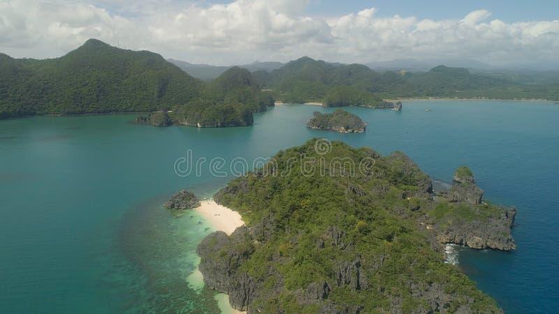 Vista sul mare delle isole di Caramoan, Camarines Sur, Filippine fotografia stock