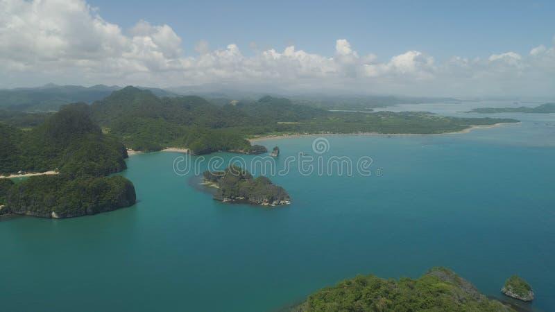 Vista sul mare delle isole di Caramoan, Camarines Sur, Filippine immagine stock libera da diritti