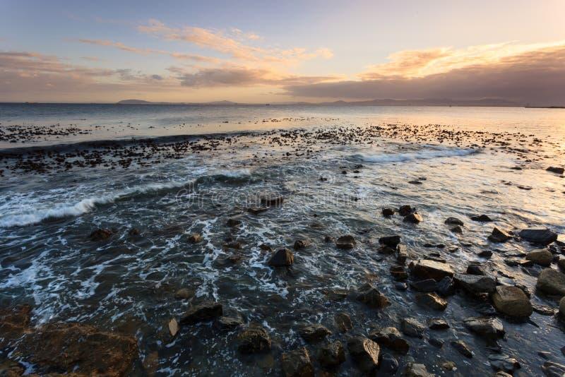Vista sul mare ed onda nel Sudafrica fotografie stock libere da diritti